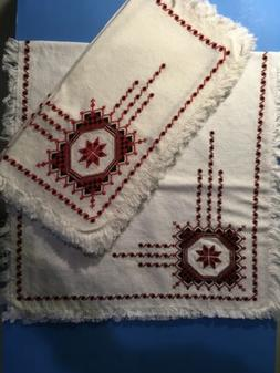 Embroidered cloth napkins And Table Runner