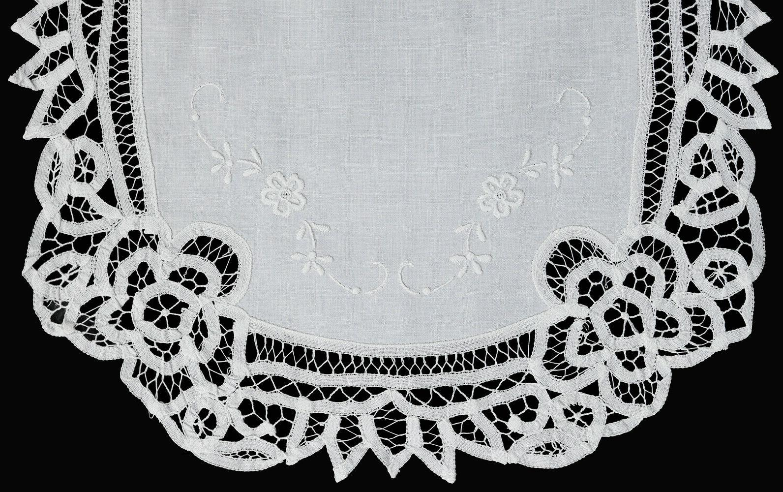 Creative Linens White Lace Oval