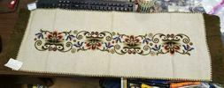 Vintage NEW Beautiful HUNGARIAN Embroidered TABLE RUNNER Doi